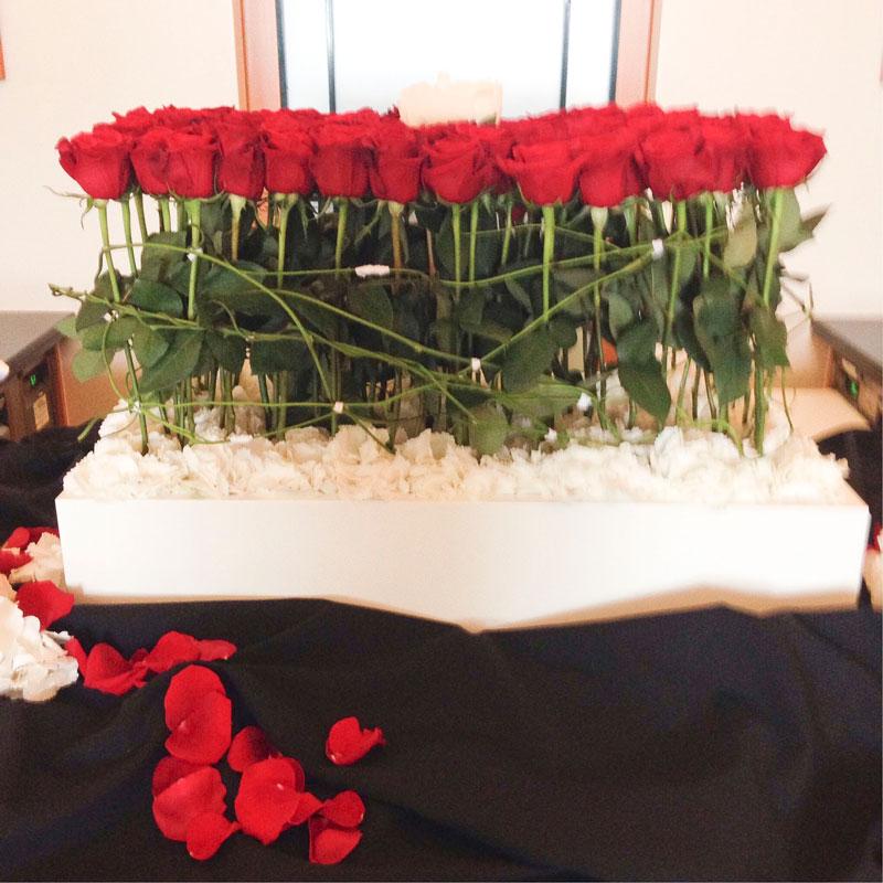 Das große Rosengesteck zum runden Geburtstag