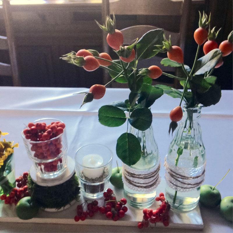 Herbstfrüchte versammeln sich in einer Reihe