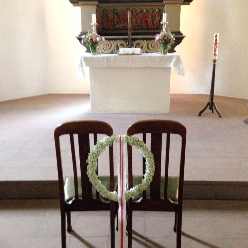 Traustuhlschnmuck in der Kirche